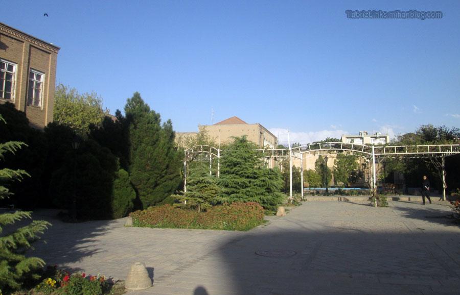 حیاط دانشکده معماری